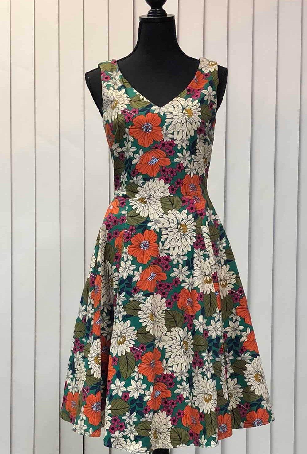 大きい花柄のドレス