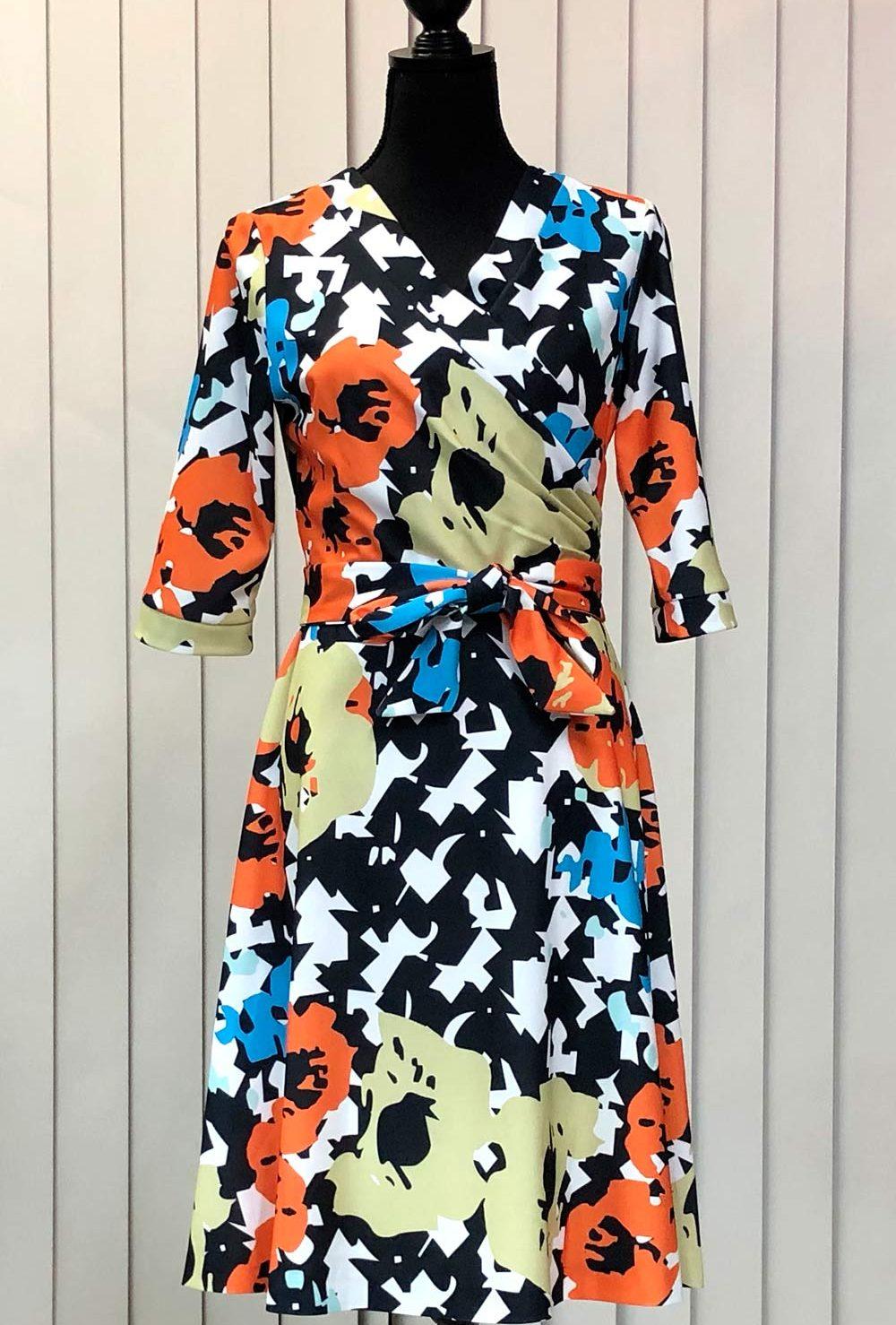 カラフルなフラワープリントドレス