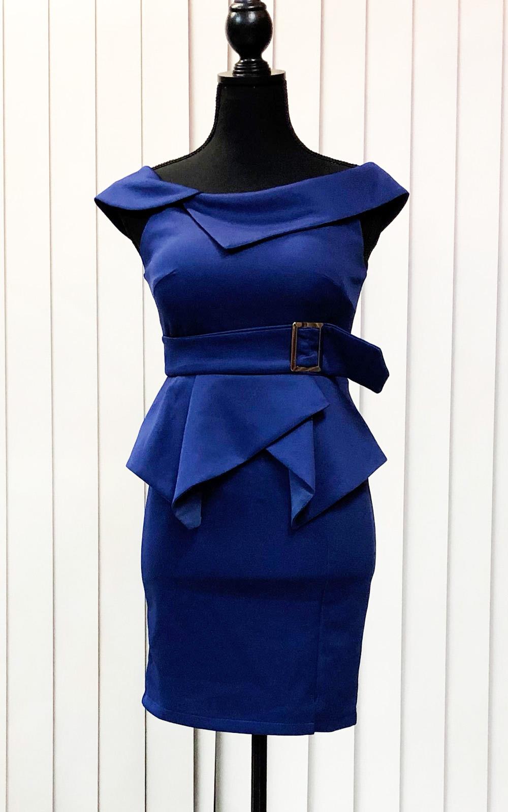 大胆なサイドウェイカラーとウエストベルトのドレス