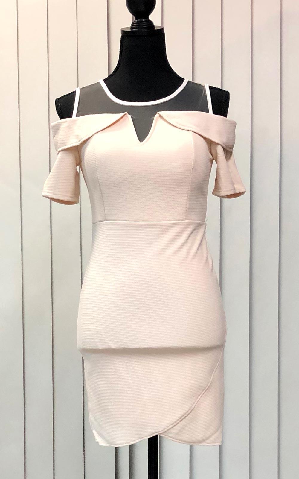 オフホワイトタイトスカート
