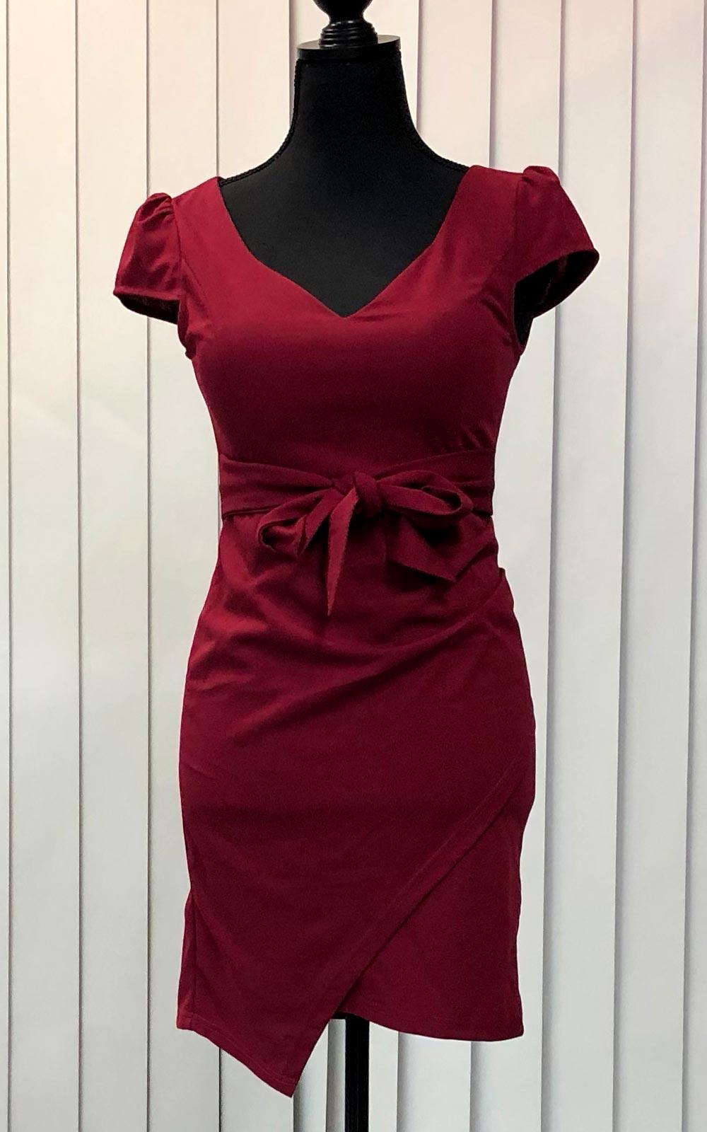 赤のタイトスカート