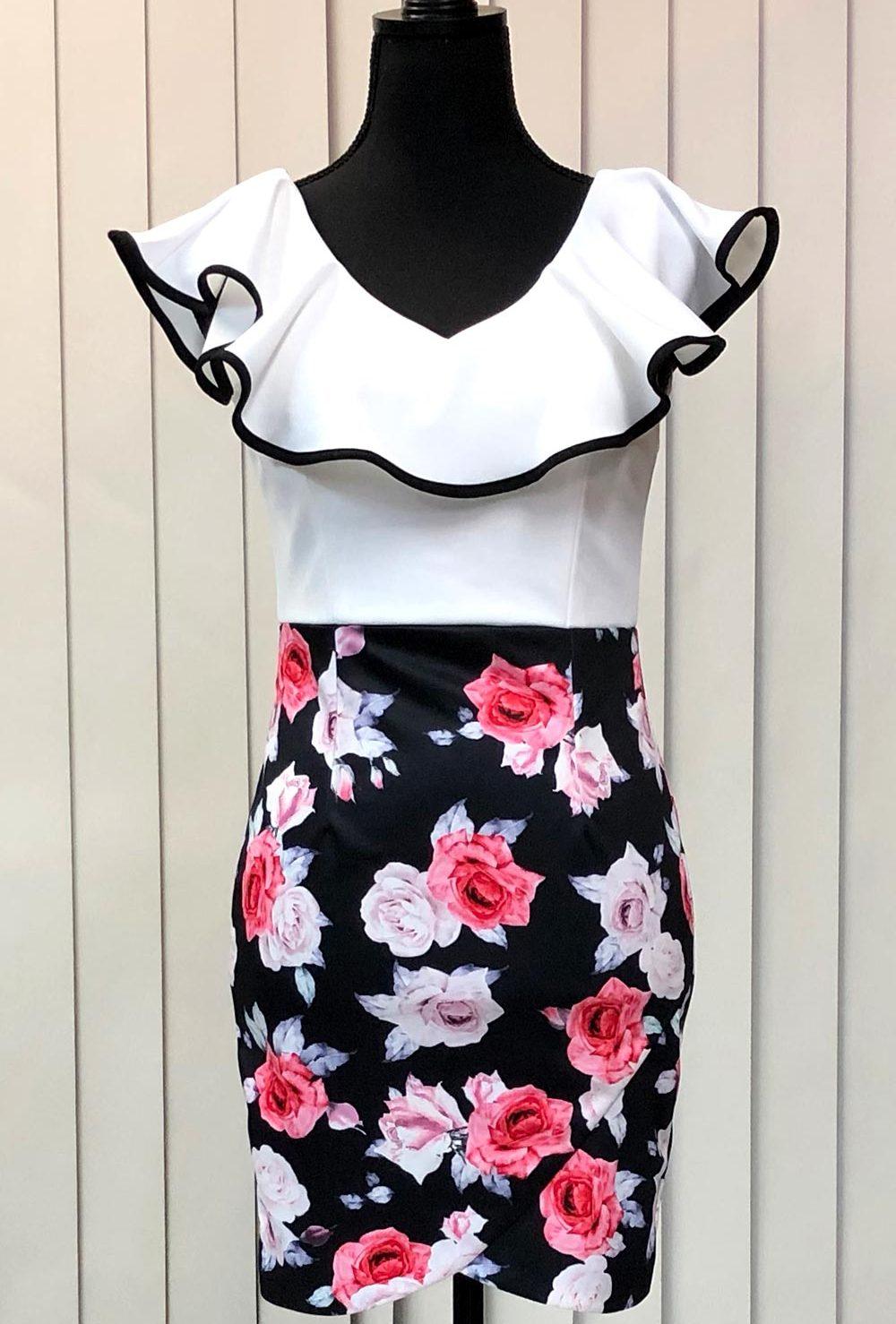 黒の地にバラの花のドレス