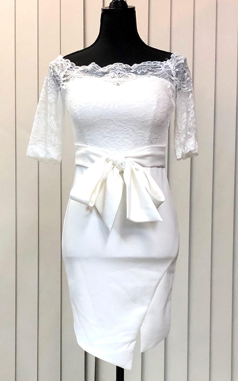 シースルーレースのドレス
