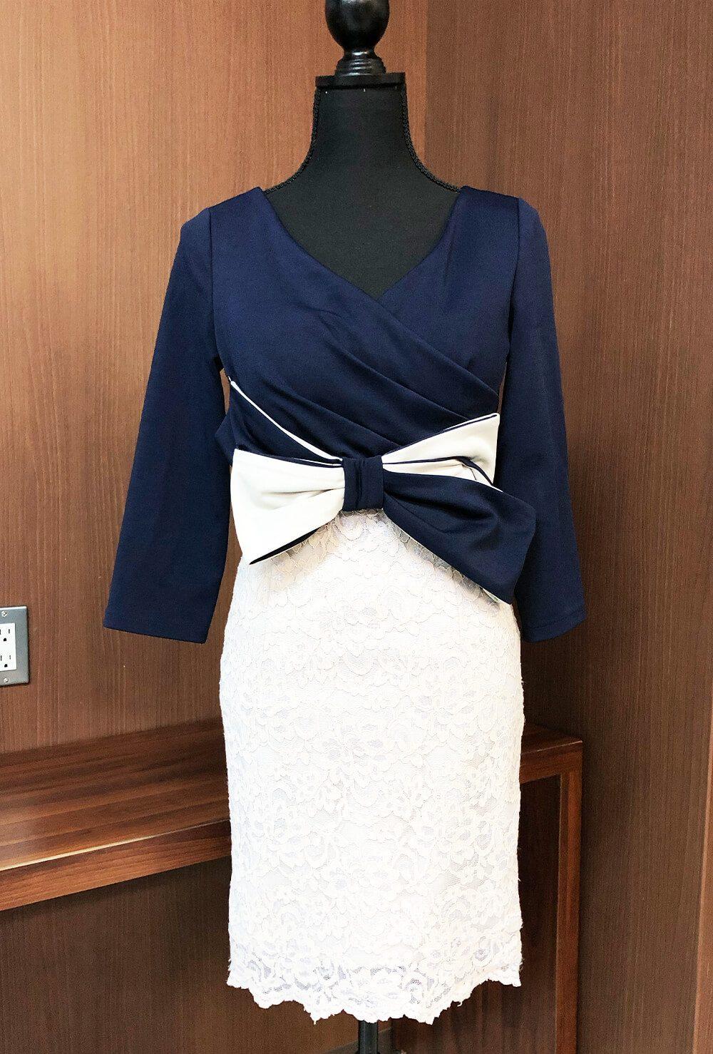 人気のネイビー&ホワイトのバイカラードレス