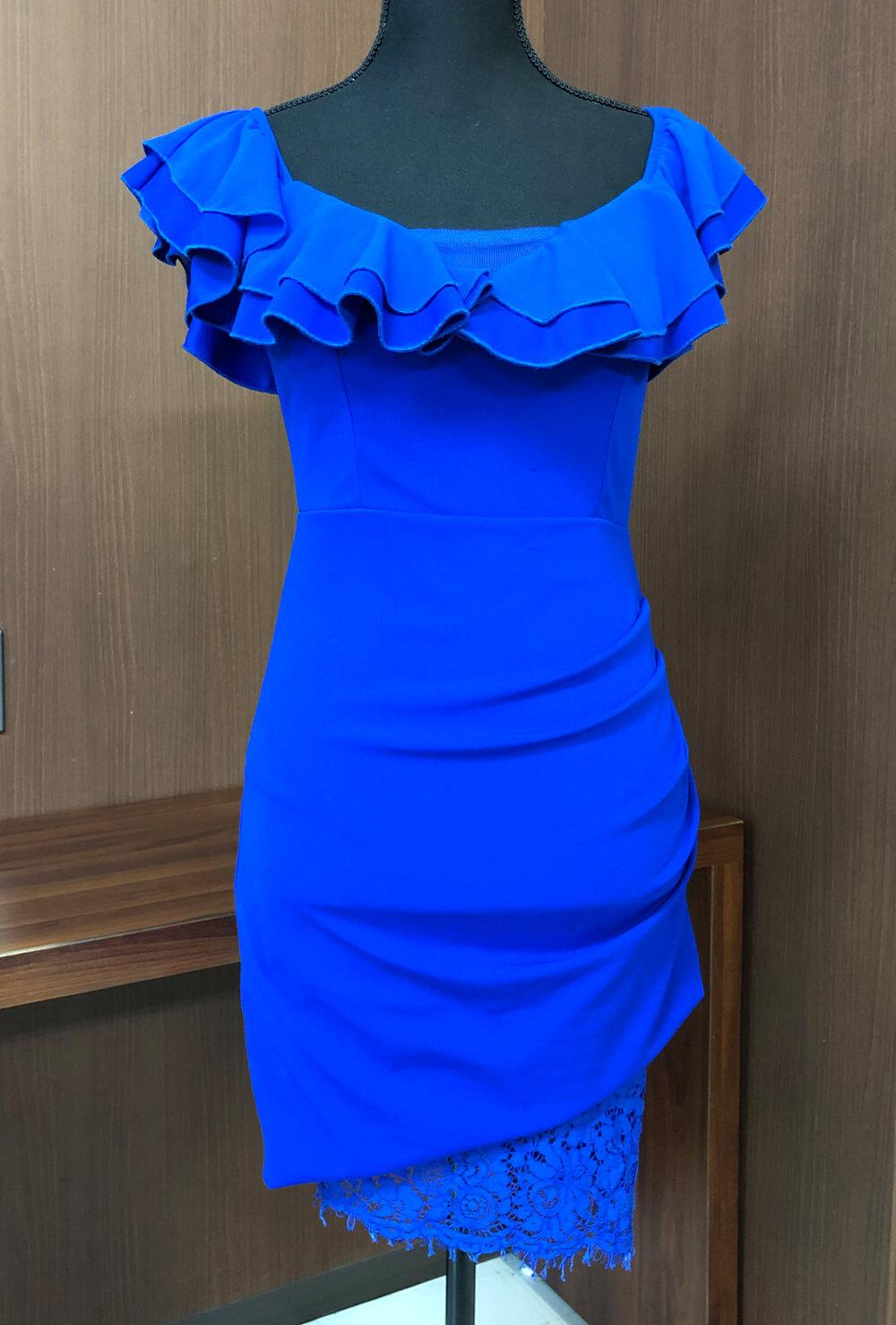 鮮やかなブルーがみんなの視線を集めちゃうミニドレス