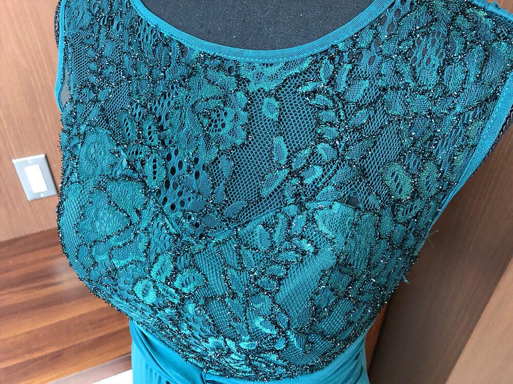 クジャクの羽根を思わせる艷やかな光沢のあるグリーンのドレスアップ画像