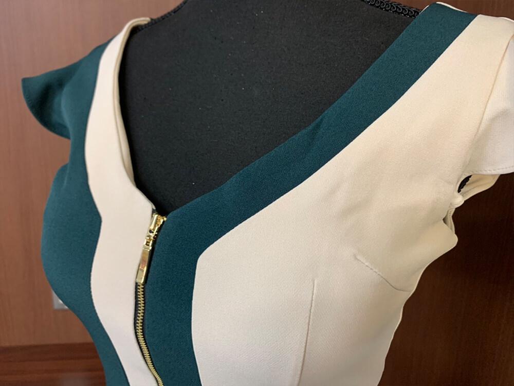 グリーンとホワイトのバイカラーがキュートなドレス