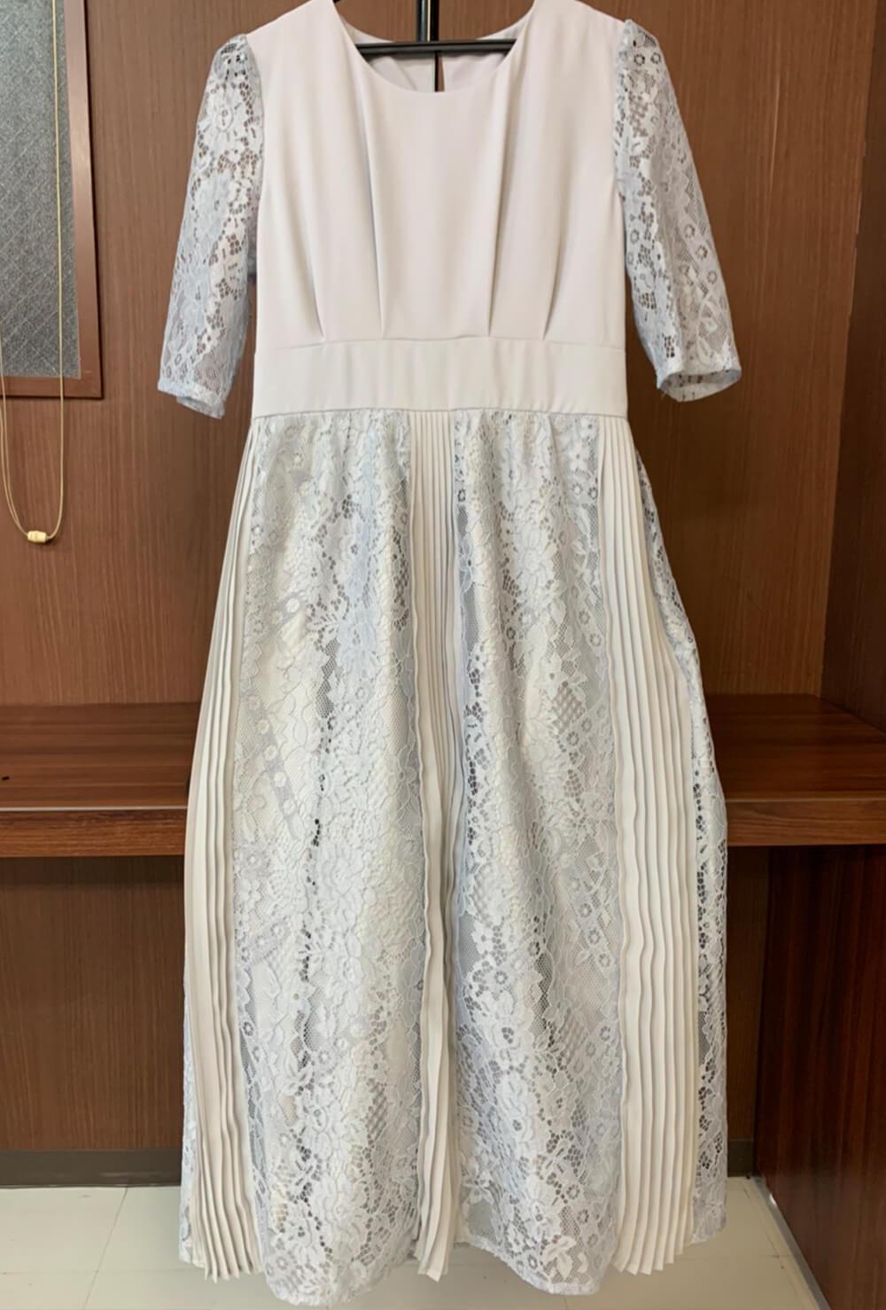 柔らかなアイボリーのドレス