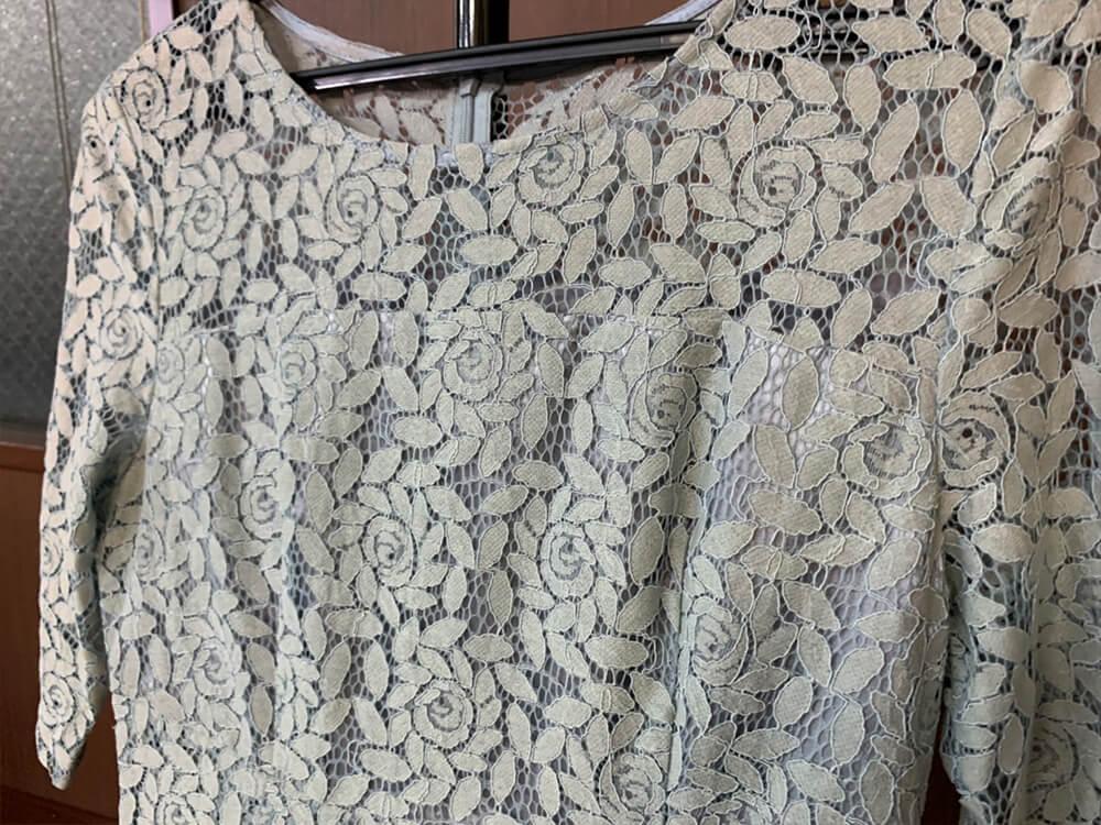 ツルバラモチーフがエレガントなドレス