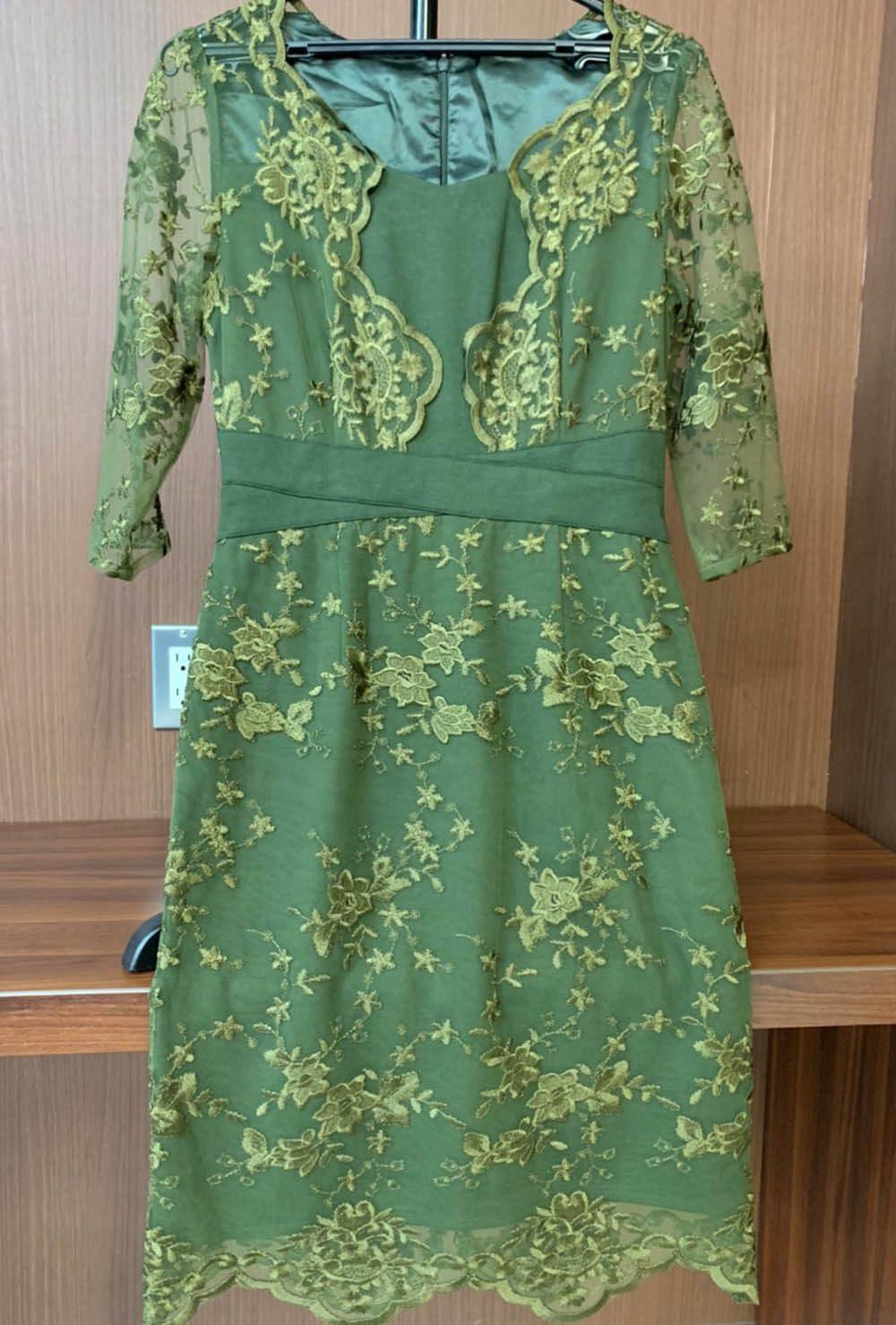 若草を思わせるさわやかなグリーンのドレス